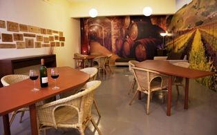 Two Extra Space facilities include wine-tasting rooms, available free of charge to tenants.